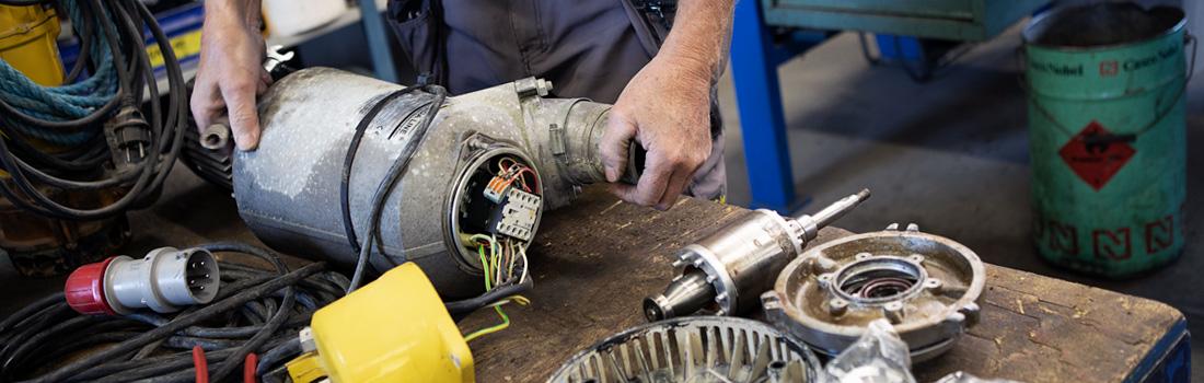Vi på Vårgårda Maskinservice utför service på allehanda maskiner och verktyg